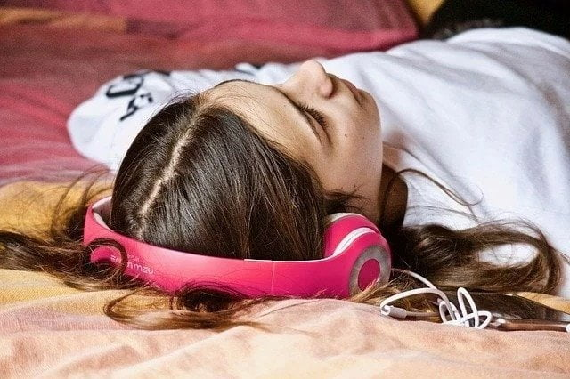 Side Effects Of Sleeping With Your Headphones On | Integraudio.com