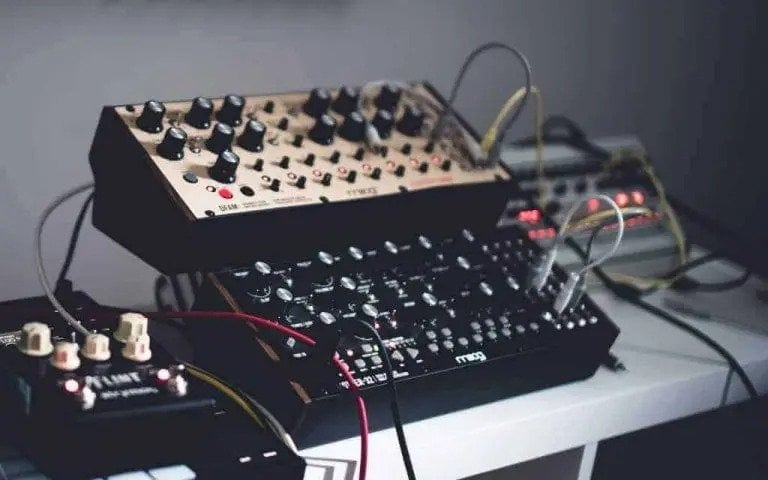 How Do Analog Synths Work? | Integraudio.com